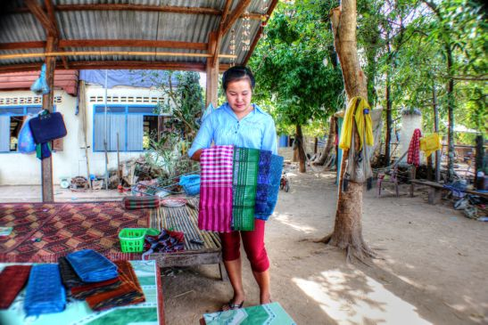 Laos Reisen Foto Don Koh Island Haendlerin