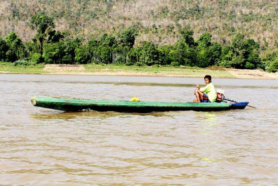 Laos Reisen Foto Fischer auf dem Mekong 2